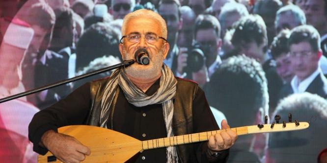 Nevşehir'de Esat Kabaktepe kahramanlık türküleri seslendirdi