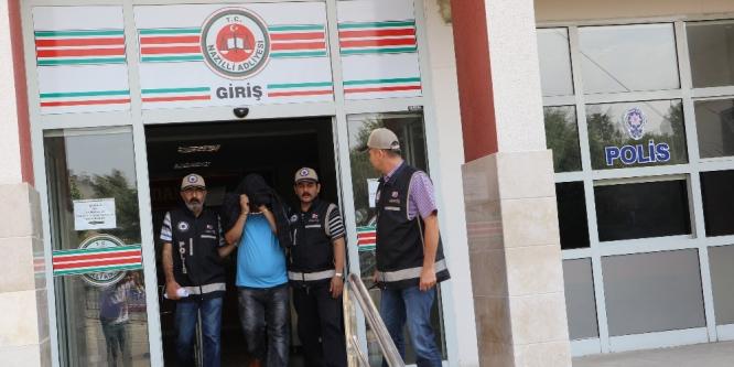 Meslektaşlarını ve vatandaşları şok eden polis tutuklandı