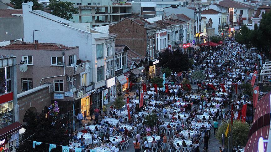 Edirne'de 7 bin kişilik iftar sofrası