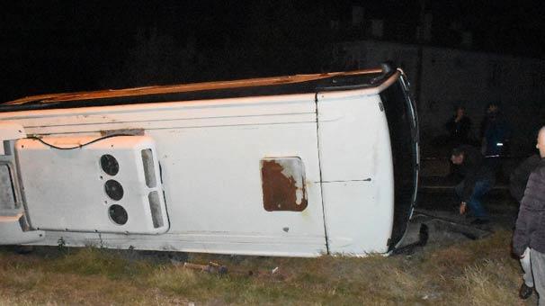 Edirne'de minibüs devrildi: 13 kişi yaralı