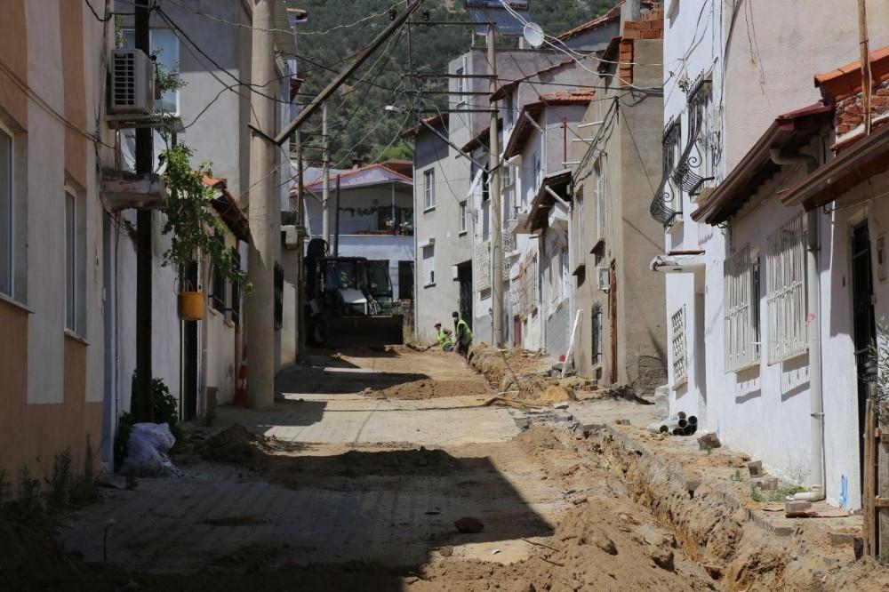 Edremit'te doğalgaz çalışmaları devam ediyor