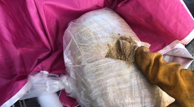 Edremit'te plaj şemsiyesinin içinden uyuşturucu çıktı