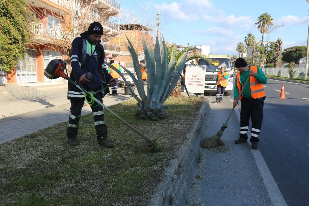 Efeler Belediyesi ekipleri peyzaj ve bakım çalışmalarına devam ediyor
