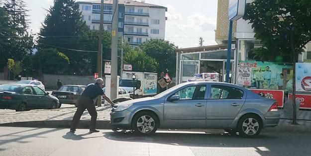 El freni çekilmeyen aracın önüne atladı olası bir faciayı önledi