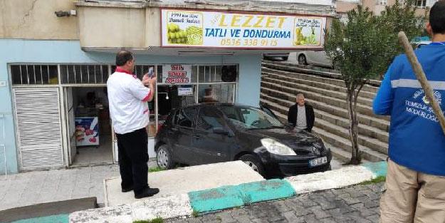 El freni çekilmeyen otomobil işyerine çarptı
