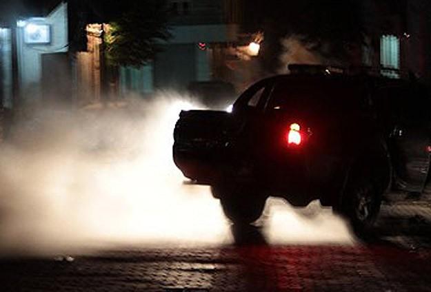 El yapımı patlayıcıyla polise saldırı