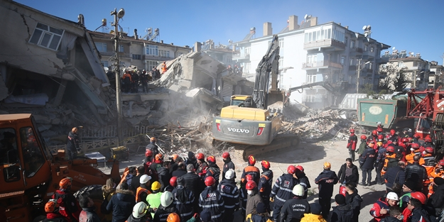 Elazığ depreminde ölenler için gıyabi cenaze namazı