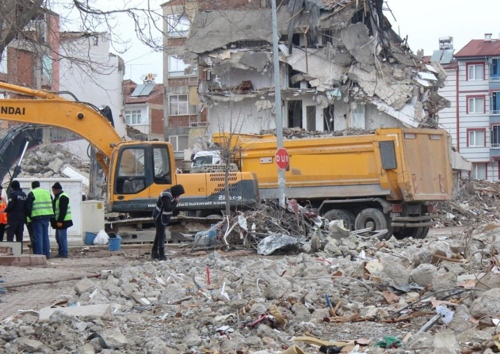 Elazığ'da enkaz kaldırma çalışmasında iş kazası: 1 ölü