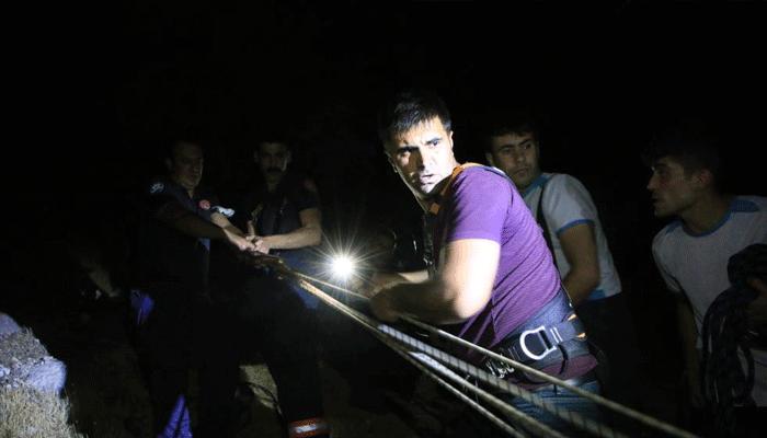 Elazığ'da film gibi operasyon! 200 metre yüksekte...