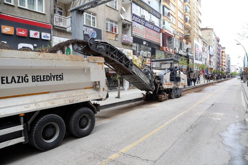 Elazığ'da kapatılan cadde de yenileme çalışması başlatıldı