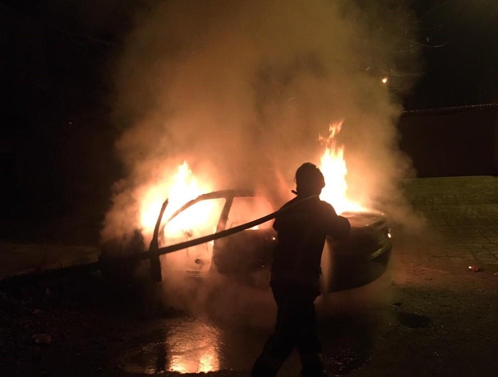 Elazığ'da otomobil alev alev yandı