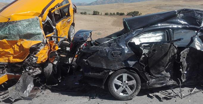 Elazığ'da otomobil ile ticari taksi çarpıştı: 3 kişi öldü