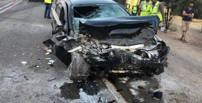 Elazığ'da TIR ile otomobil çarpıştı: 2 kişi yaralı