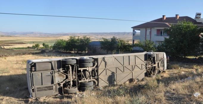 Elazığ'da yolcu otobüsü devrildi: 17 yaralı
