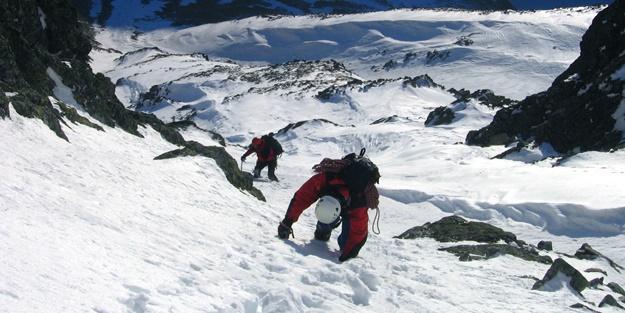 Elbruz Dağı'nda mahsur kalan 19 dağcıdan 5'i öldü