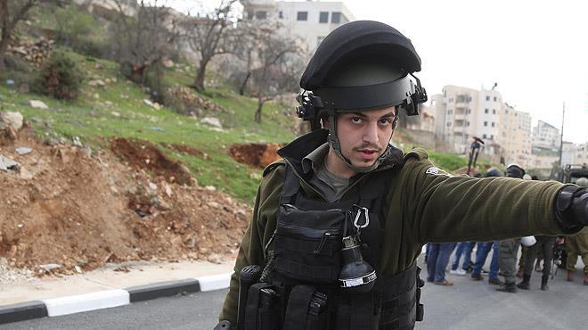 Eli kanlı İsrail 11 Filistinliyi gözaltına aldı