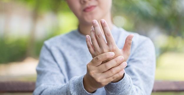 ellerde yasanan uyusmalar hangi hastaligin belirtisidir