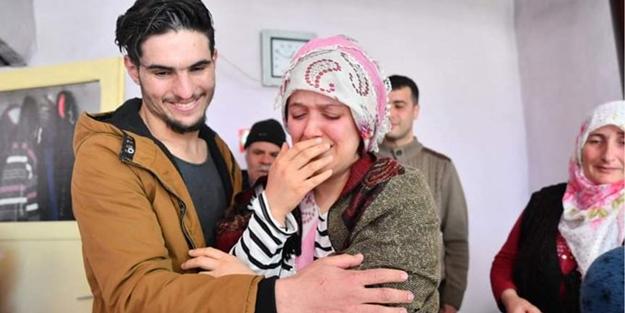 Elleriyle kazarak enkazdan kurtardığı aile ile Suriyeli Mahmud'un duygusal buluşması!