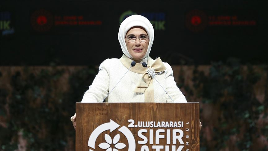Emine Erdoğan: 163 bin metreküp deniz çöpü toplandı