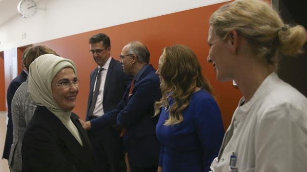 Emine Erdoğan, Charite Hastanesi'ni ziyaret etti