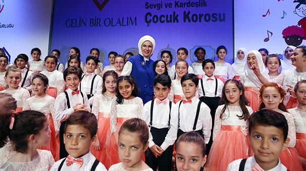 Emine Erdoğan, 'Sevgi Ve Kardeşlik Korosu'nun konserine katıldı
