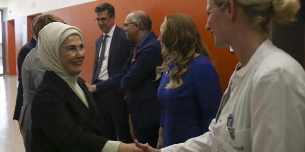 Emine Erdoğan'a Almanya'nın en büyük hastanesinde sunum yapıldı