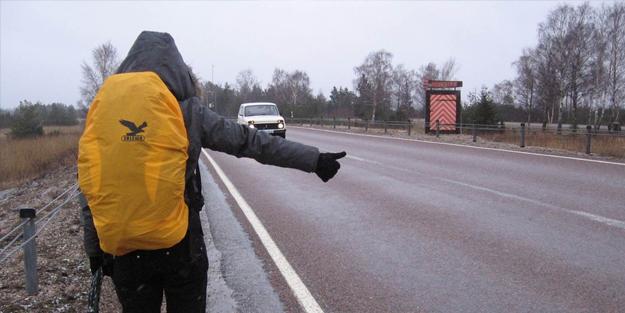 Emniyetten sürücülere flaş uyarı! 'Otostop çekenlere dikkat edin'
