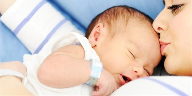 Emzikli bebeği olan bir kadın yeniden hamile kalırsa emzirmeye devam edebilir mi?
