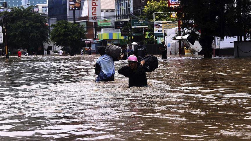 Endonezya'da 100 binden fazla kişi selden etkilendi