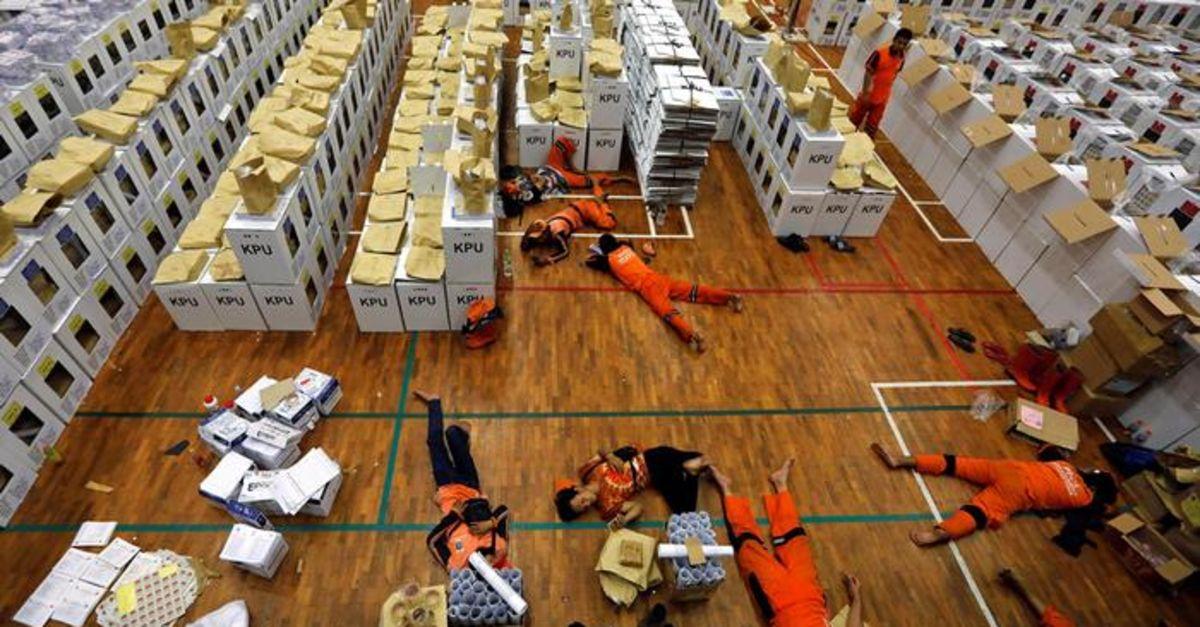 Endonezya'da aynı anda 3 seçim! Ölen sandık görevlisi 318 oldu!