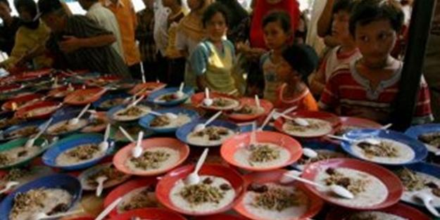Endonezya'da ilk iftar yapıldı