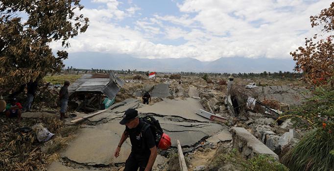 Endonezya'da ölü sayısı 2 bini geçti