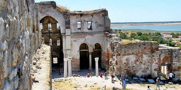 Enez'deki Fatih Camii ezan sesini bekliyor
