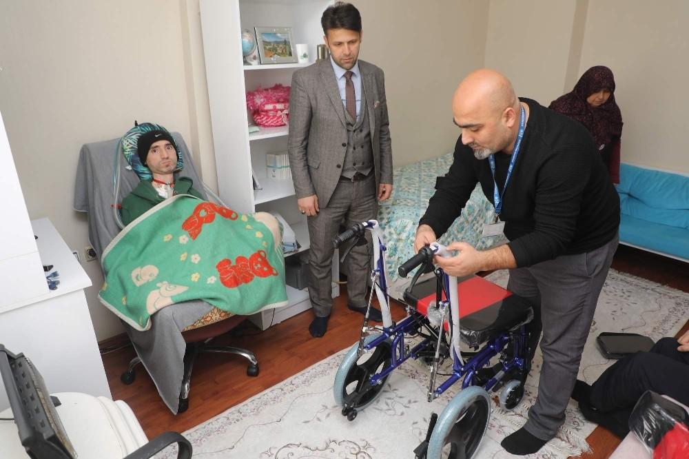 Engelli vatandaşın tekerlekli sandalye sevinci