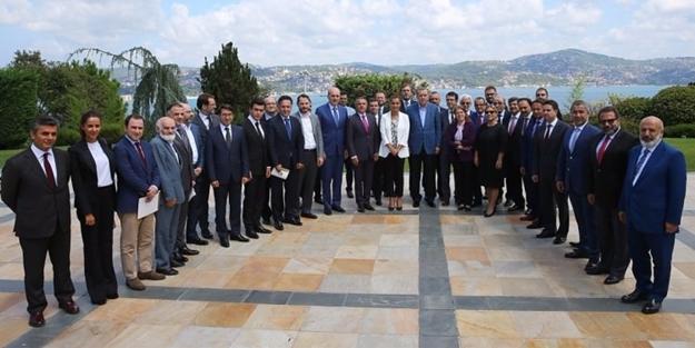 Erdoğan: 12 bombayla darbe çöktü