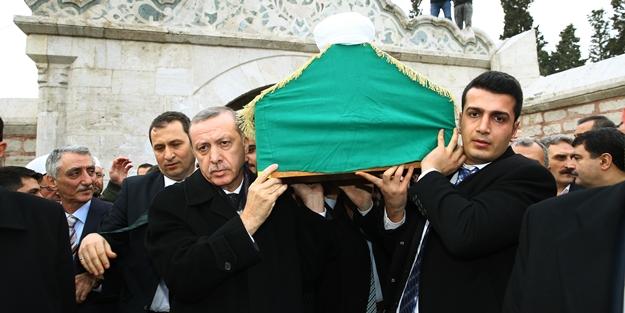 Erdoğan, hocası Osman Öztürk'ün cenazesine katıldı