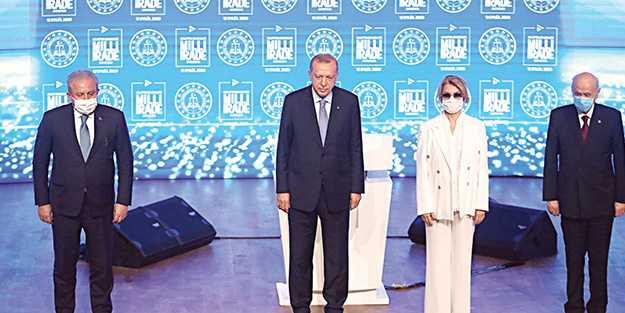 Erdoğan önce darbecileri lânetledi, sonra küstah Fransız'a ayar verdi