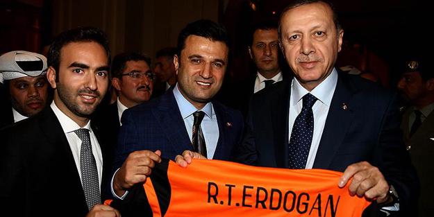Erdoğan'a Katar'da sürpriz hediye!