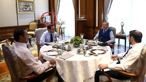 Erdoğan'ın başköşeye koyduğu resmin çizeri konuştu!