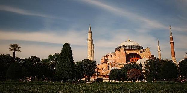 Erdoğan'ın 'Camiye çevrilebilir' dediği Ayasofya'nın giriş ücretine bakanlık zam yaptı!