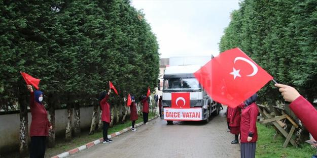 Erdoğan'ın talimatıyla üretildi... Türk bayrakları ve gözyaşlarıyla uğurlandı