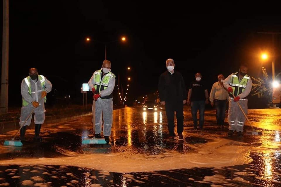 Ergene'de sahur vaktinde cadde ve sokaklar köpüklü suyla yıkandı