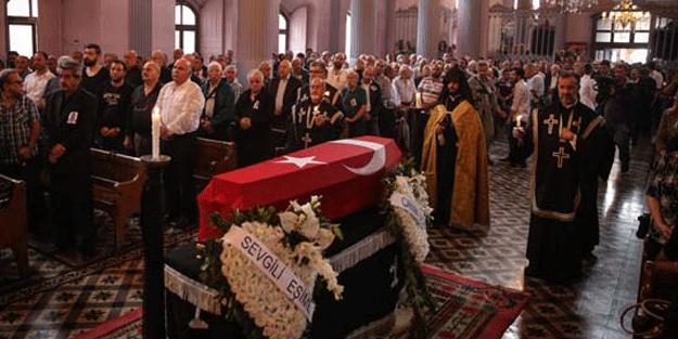 Ermeni Kıbrıs gazisi için kilisede tören düzenledi!