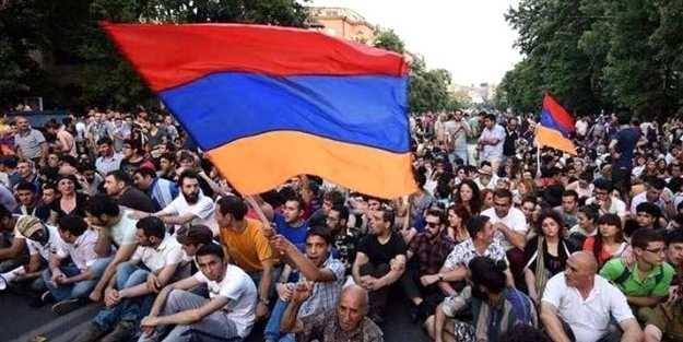 Ermenistan'da büyük panik! Erkekler kaçmaya başladı