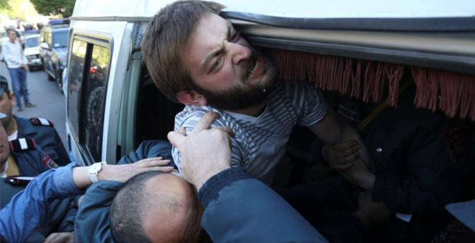Ermenistan'da protesto: 100'den fazla gözaltı var