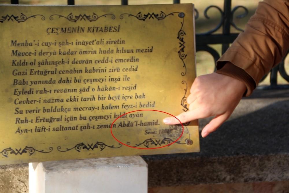Ertuğrul Gazi türbesi girişindeki tarihi çeşme levhasında ilginç yanlışlık