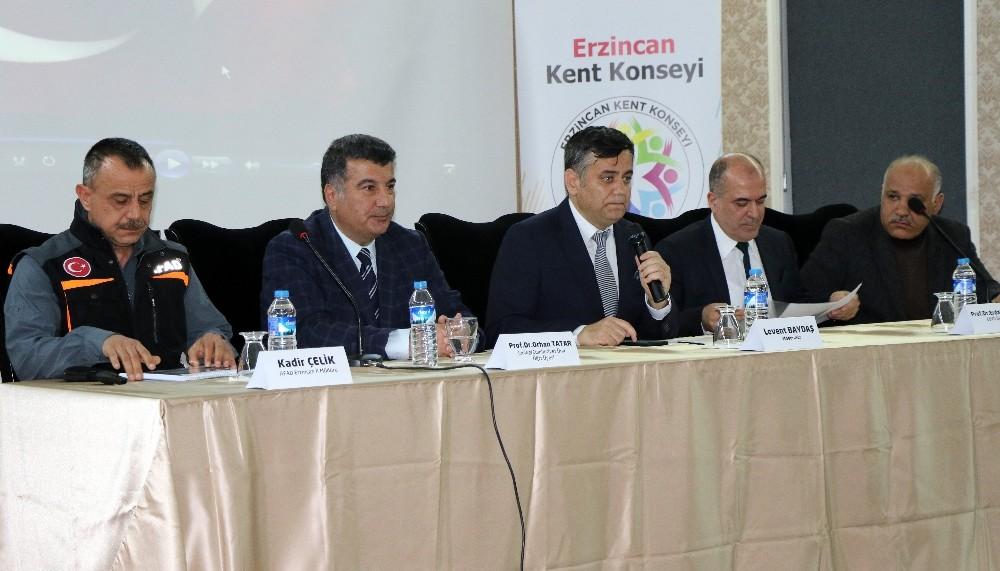 """Erzincan'da """"Deprem Bilinci"""" paneli düzenlendi"""