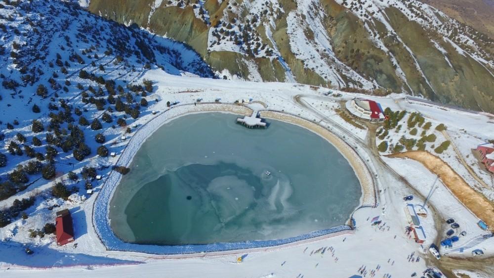 Erzincan'da donan göl kartpostallık görüntüler oluşturdu
