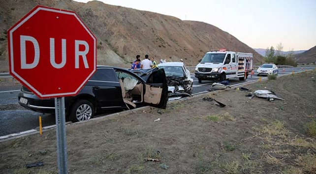 Erzincan'da trafik kazası: 7 kişi öldü, 3 kişi yaralandı