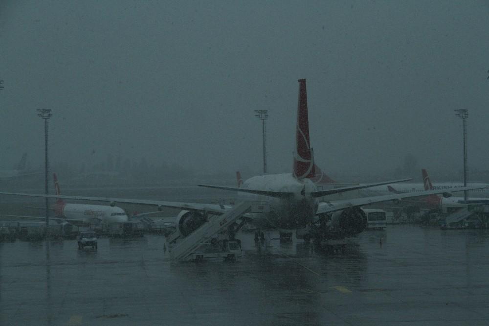 Erzincan'da yoğun sis hava ulaşımını olumsuz etkiledi
